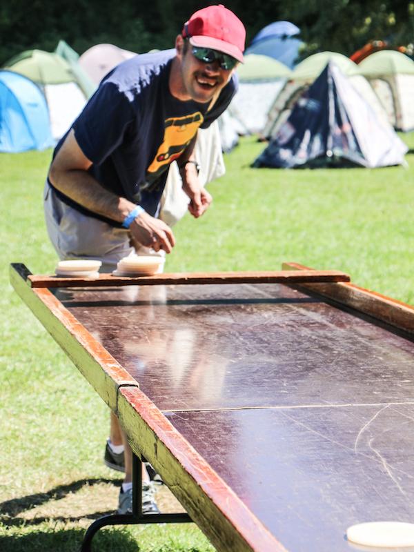 Buurtcamping Foto 8 Jan aan het sjoelen